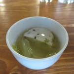 和伊んバル 3751 - ズワイガニの真薯とキャベツのスープ