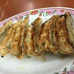 餃子の王将 - 餃子の王将 空港線豊中店(大阪府豊中市山ノ上町)餃子(1人前:6ヶ)220円 両面焼き
