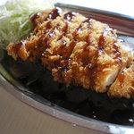 金沢カレー ストロング - チルドのお肉を使ったやわらかいのにジューシーなチキンカツカレー。当店イチオシです!