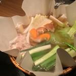 イベリコ屋 - イベリコ屋 北新地店(大阪府大阪市北区堂島)イベリコ豚のレタしゃぶ鍋