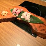 イベリコ屋 - イベリコ屋 北新地店(大阪府大阪市北区堂島)イベリコ豚の炙り寿司 2種盛り