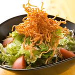 はれ晴れ - パリパリ揚げ麺のはれ晴れサラダ