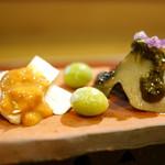 56133298 - 生松茸(岩手県)と海胆醤油、銀杏、鮑と肝