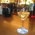 プロント - [ドリンク] 白グラスワイン (ヴィッラドーロ)¥590 アップ♪w ②