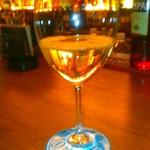 プロント - [ドリンク] 白グラスワイン (ヴィッラドーロ)¥590 アップ♪w ①