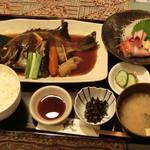 食彩和楽つづみ - 石鯛姿煮魚定食です。