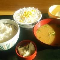 なか卯-こだわり卵朝定とん汁280円 サラダ100円