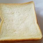 56136676 - 角食パン(145円)です。