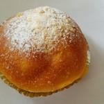 56136694 - 自家製のクリームパンです。