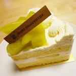 56136990 - マスクメロンのショートケーキ