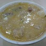 生記清湯牛腩麺家 - 生卵とタレを混ぜたらこんな感じ