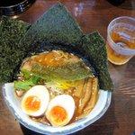 56137262 - 醤油ラーメン(850円)+ 焼き海苔と味玉(150円)