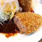 洋食工房ヒロ - 肉汁があふれ出すメンチカツ! デミグラスに絡めれば、白飯が進む♪