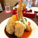 洋食工房ヒロ - ミックスフライ(スープ・ライス付¥1296)。弓なりに立つ海老が美しい!.jpg