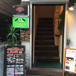 Obubu - お店の入り口             店は3Fに有り 階段で・・