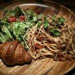 肉酒場 PANDAYA - ミートソースのパスタ!