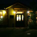 プティ・シャ - 夜の外観