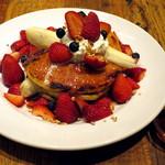 ジェイエス パンケーキカフェ - ストロベリーバナナパンケーキ≪French Pancake/苺500%増量≫(\1,480)
