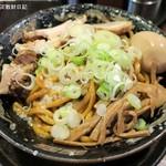 平太周 味庵 - 爆盛油脂麺(ばくもりあぶらあぶらめん)880円、麺300g
