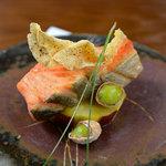 神楽坂 おいしんぼ - 秋鮭を黒胡椒の風味豊かに焼き上げます。