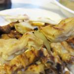 花山 - 焼鳥の中でも特にウリのシロ(豚の腸)。 ソフト&とジューシーです。