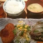 博多いねや - 牛肉野菜炒めとコロッケ