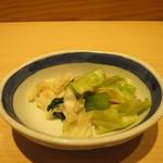 天喜代 - キャベツと青菜の塩揉みアップ