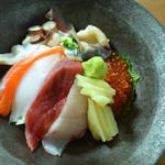 本日のおすすめ鮮魚の海鮮丼