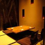 豆家茶寮 - 可動式パーテーションで個室を演出。