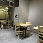 円座 - テーブル席