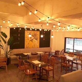 隠れ家レストランで落ち着いた空間をご堪能ください。