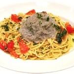 ラ・ベファーナ - 山盛りシラスとフレッシュトマトのスパゲティーニ