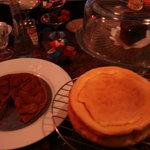 アニーズ カフェ - 料理写真:今年の冬は 左:タルトタタン、中央:スフレチーズケーキ、右:ガトーショコラ を楽しめる