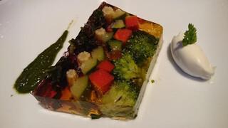 ダンゼロ - 5種の野菜ゼリーよせ 大葉のジェノベーゼソース