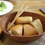 森のアルム - 蕎麦粉&ライ麦のパン、蕎麦粉のグリッシーニ