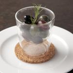 ケンゾーエステイトワイナリー - オリーブマリネ ローズマリー風味 ¥700-