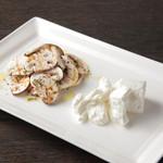 ケンゾーエステイトワイナリー - シンプルサラダ トッピング マッシュルームスライス&シェーブるチーズ ¥700-