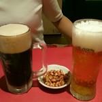 56195255 - 黒ビールとノンアルコールビール