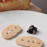 ケンゾーエステイトワイナリー - フォアグラのコンフィ、ブルーベリージャムと発酵バターのブリオッシュ ¥2,800-