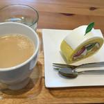 サリュ - 市場ロールケーキとホットコーヒーで560円は安い!