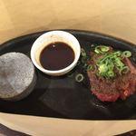 肉バル パライソ - ユッケハンバーグ