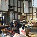 56200447 - 日本酒が沢山置かれ、モンドセレ受賞の垂れ幕も。