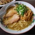 ○雄 - 料理写真:2016/9豚骨魚介醤油ラーメン680円