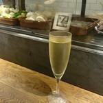 バルネリマ - グラスでカヴァ