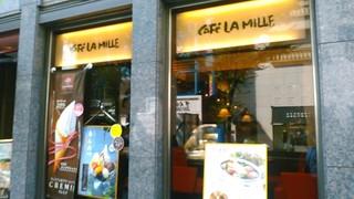 カフェ・ラ・ミル 新宿モア4番街店 - [外観] お店の玄関横 ショーウインドウ 全景♪w