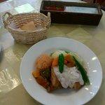 ラパン - ビストロランチ(鶏肉料理 ベーコン入りクリームソース) 650円