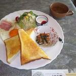 和風喫茶 くすの樹 - トーストモーニング<税込>500円 ※これにオレンジジュースが付きます(2016.09.16)