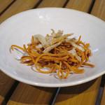 恵比寿 箸庵 - お通し 揚げた那須のかわはぎと揚げ蕎麦
