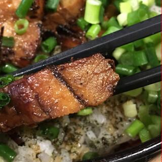 幸丼 東京品川 - 分厚い焼豚