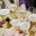 56223527 - シャンパンで乾杯♪